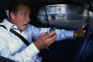 smartphone alla guida niente sospensione patente alla prima violazione