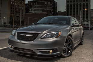 una chrysler 200 s special edition