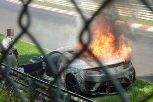 honda nsx fa fuoco e fiamme