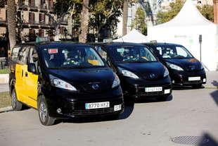 primi taxi elettrici nissan consegnati madrid e barcellona