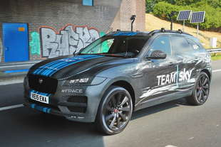 jaguar f pace eccola al tour de france