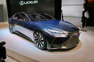 lexus lf fc concept ammiraglia
