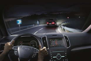 ford fari intelligenti Auto High Beam