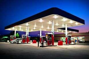 prezzi carburanti aumenti vista pasqua