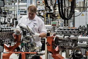 aston martin db11 inizia produzione del motore