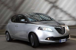 lancia ypsilon 3 0 9 blackred