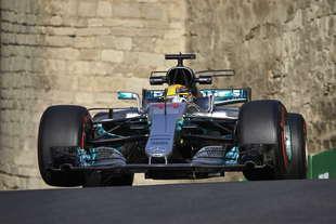 formula 1 2017 risultato qualifiche gp azerbaijan pole hamilton orari diretta gara tv
