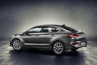 hyundai i30 fastback 2017 caratteristiche