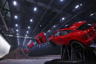 jaguar e pace stunt record