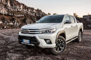toyota hilux invincible50
