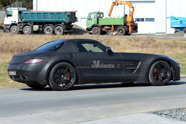 Nera e cattiva la Mercedes SLS Black Series
