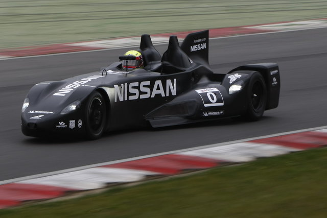 Prove in pista per l'innovativa DeltaWing Nissan