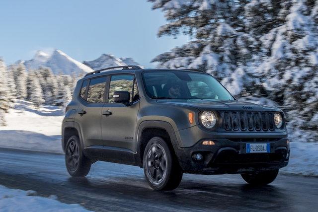 foto jeep renegade annunciate le novit 2018. Black Bedroom Furniture Sets. Home Design Ideas