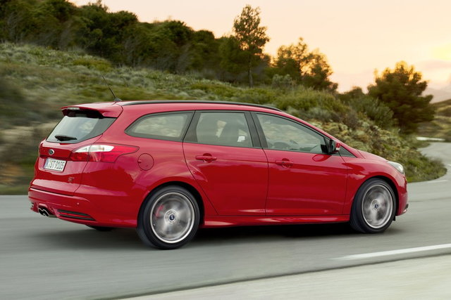 ford focus wagon 2 0 turbo st