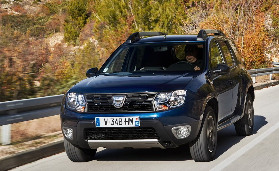 dacia duster prova scheda tecnica opinioni e dimensioni 1 5 dci laur ate 110 cv edc 4x2. Black Bedroom Furniture Sets. Home Design Ideas