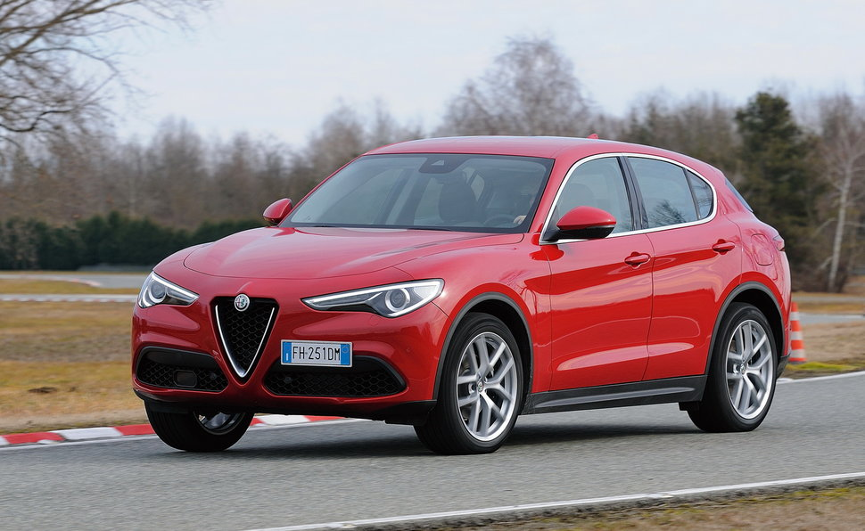 alfa romeo stelvio prova scheda tecnica opinioni e dimensioni 2 0 turbo 280 cv super q4 at8. Black Bedroom Furniture Sets. Home Design Ideas
