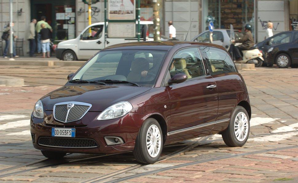 Prova lancia ypsilon scheda tecnica opinioni e dimensioni 1 4 oro - Lancia y diva 2010 ...