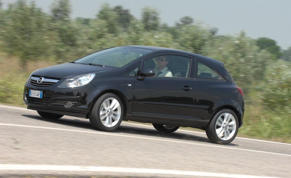 Prova opel corsa scheda tecnica opinioni e dimensioni 1 3 for Opel corsa 3 portes