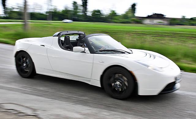 Il primo cliente italiano parla della sua Tesla Roadster