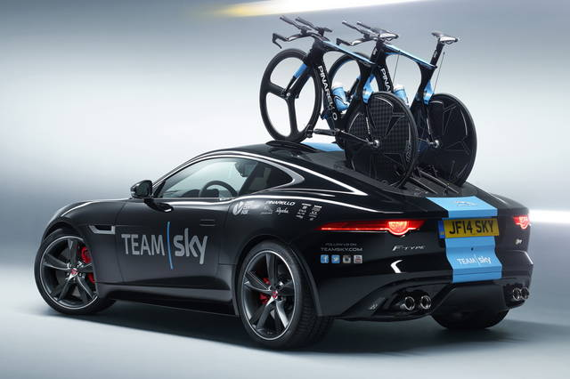 Una Jaguar F-Type al Tour de France