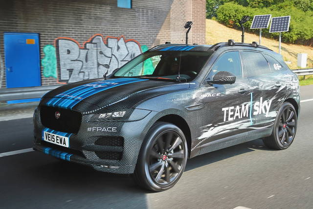 Jaguar F-Pace: eccola al Tour de France
