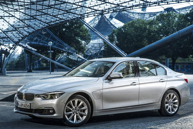 BMW 330e e 225xe: diamoci all'ibrido