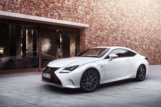 la lexus rc 300h hybrid debutta in italia. Black Bedroom Furniture Sets. Home Design Ideas