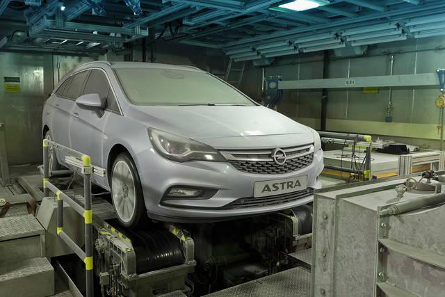 Opel Astra Sports Tourer, per lei test estremi