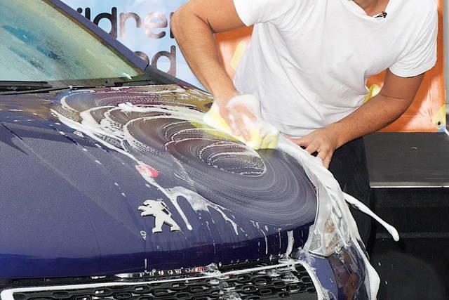 Un'app italiana per il lavaggio dell'auto a domicilio