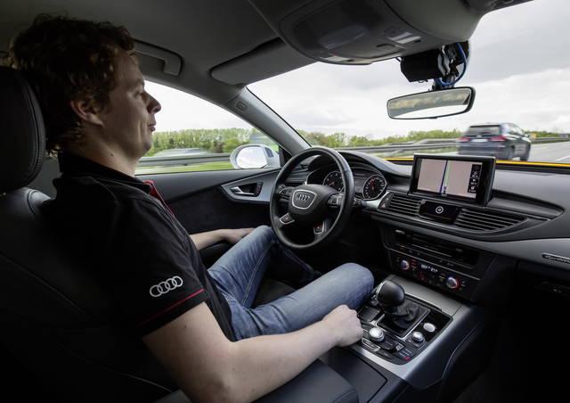 Germania: via libera alla guida autonoma
