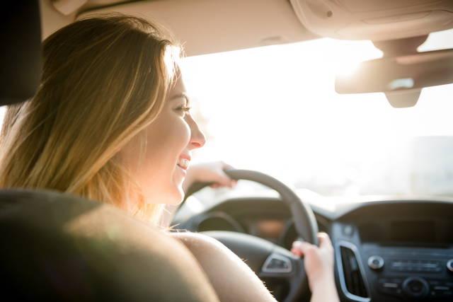 Auto aziendali, alla guida meglio le donne