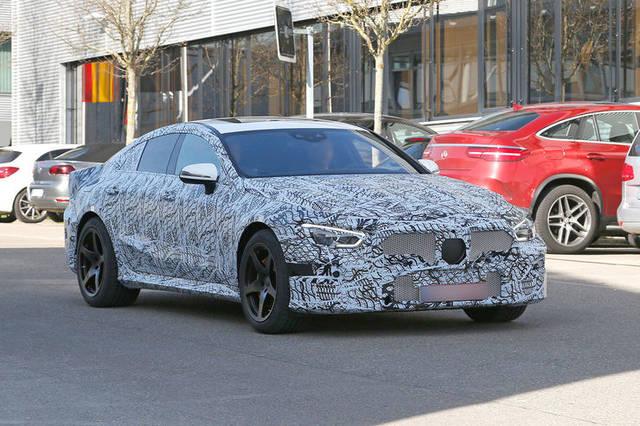 Mercedes-AMG GT: la berlina è già su strada