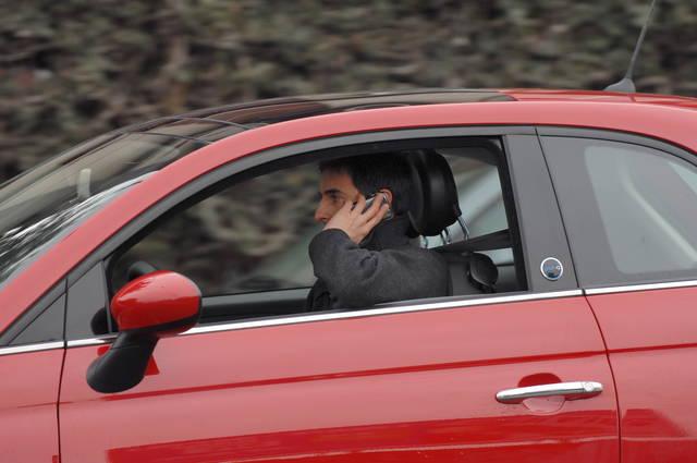 Telefono al volante sospensione della patente alla 1 for Camera dei deputati telefono