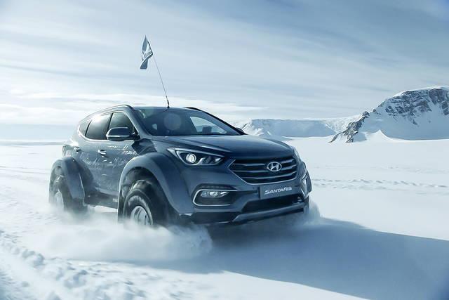 Una Hyundai Santa Fe attraversa l'Antartide