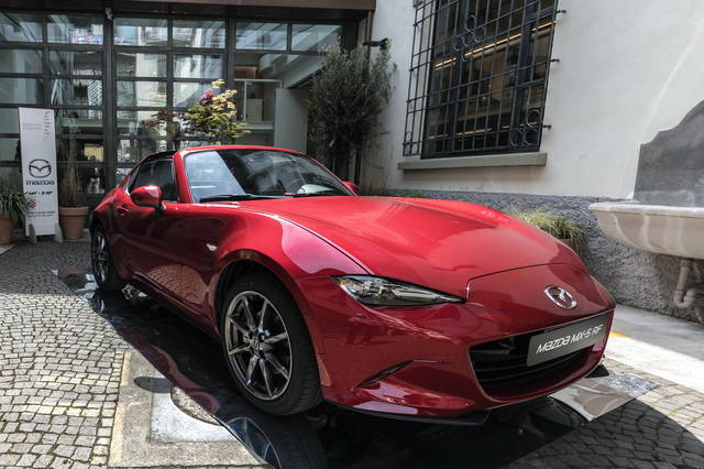 La Mazda MX-5 RF alla Design Week 2017