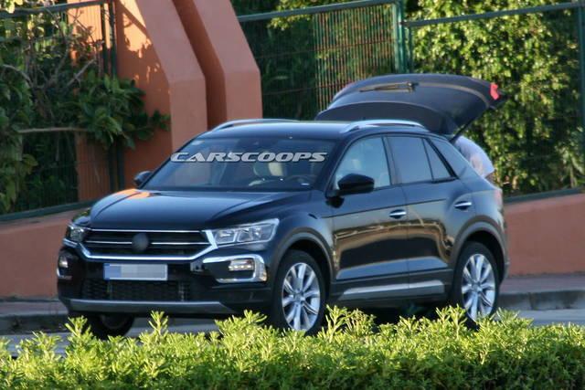 Volkswagen T-Roc: via le camuffature