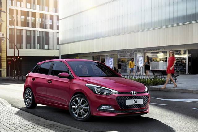 """Hyundai i20: arrivano il """"navi"""" integrato e la versione Blackline"""