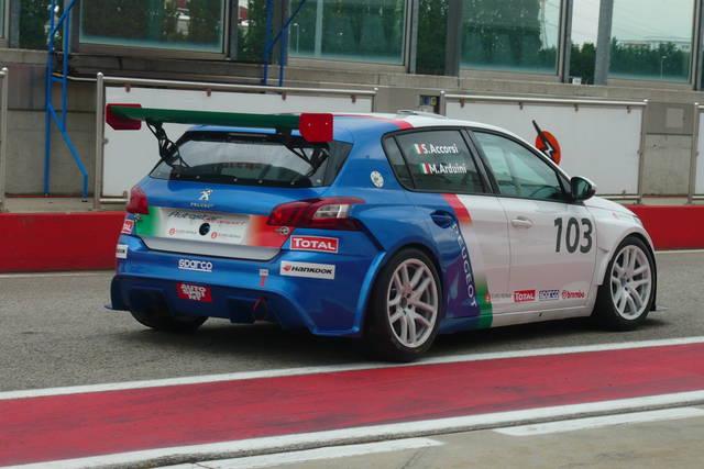 Stefano Accorsi: veloce con la Peugeot 308