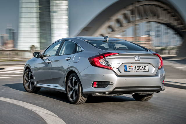 video honda civic 4 porte di giugno 2017