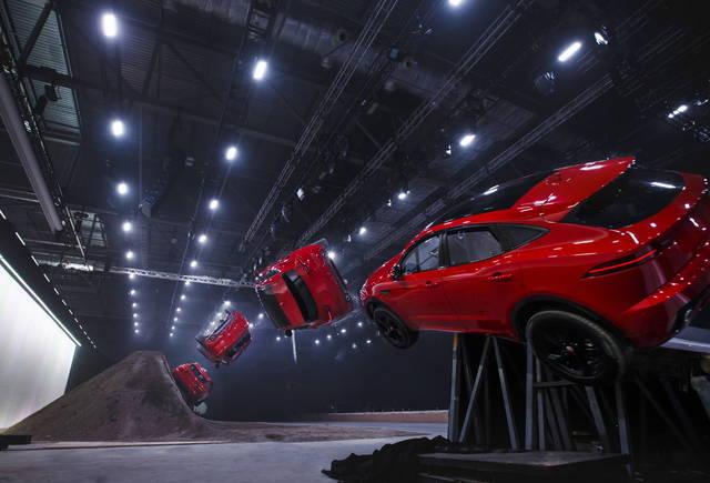 """Jaguar E-Pace: per lei uno """"stunt"""" da record"""