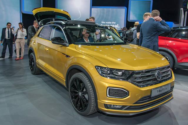 Volkswagen T-Roc: più brio per la suv compatta