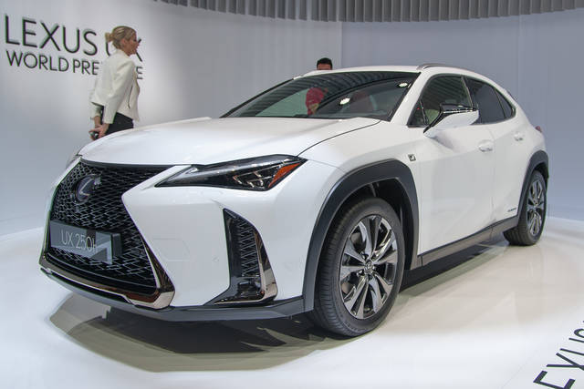 lexus ux crossover e ibrida. Black Bedroom Furniture Sets. Home Design Ideas