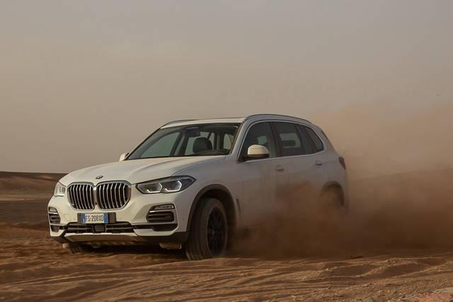 BMW X5 sul circuito di Monza ma nel deserto