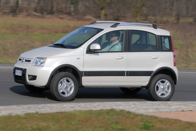 Prova fiat panda 4x4 climbing scheda tecnica opinioni e for Fiat panda pop accessori di serie