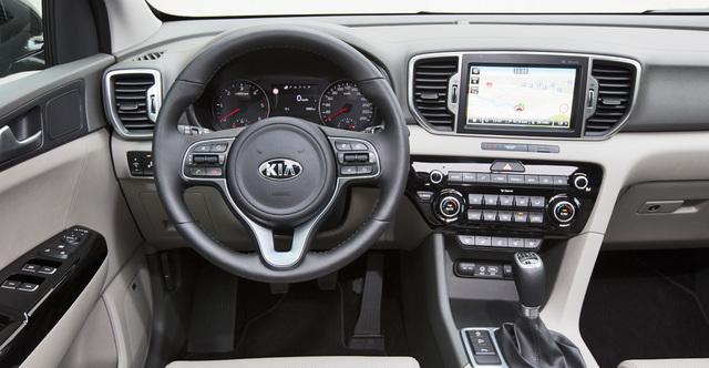kia carens 1 with Kia Sportage on Fichier Kia Carens front 20080220 besides P3280741 in addition Sondaggio Colori Kia Niro also Kia Carens Facelift Paris Debut additionally Pictures.