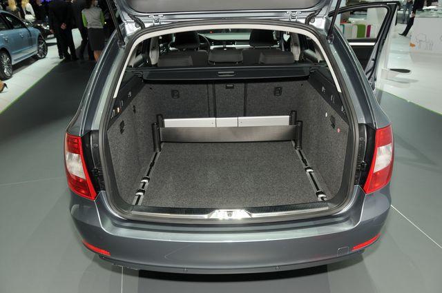Francoforte 2009 skoda superb wagon 8