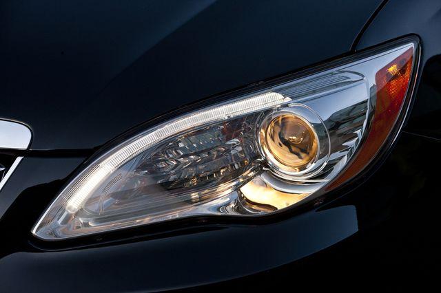 Chrysler 200 teaser 02