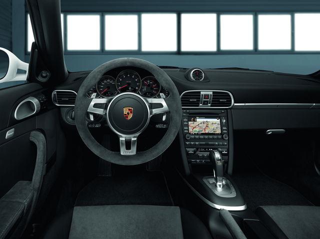Porsche 911 gts 2010 09 5