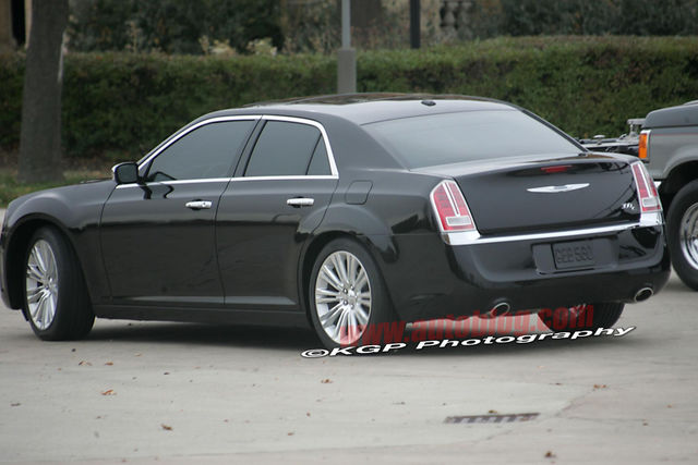 Chrysler 300c 2011 spy 07