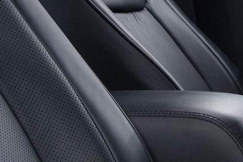 Chrysler 300c 2011 teaser 07